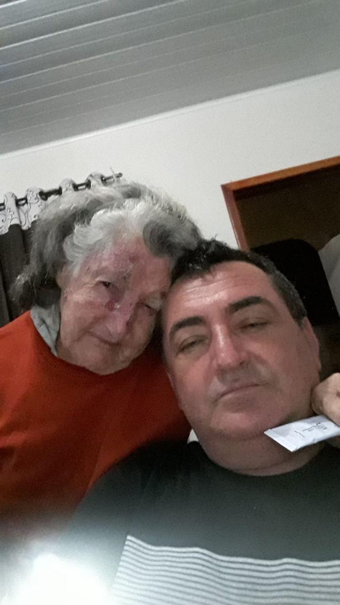 Dona Ana Galera Minuceli e o filho Clóvis Minuceli