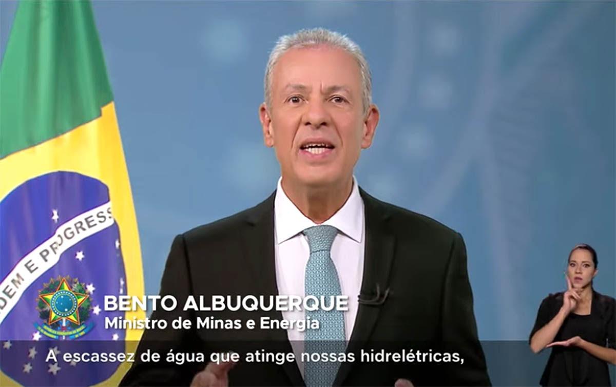 Ministro de Minas e Energia Bento Albuquerque foi favorável ao aumento concedido na bandeira vermelha pela ANEEL. Crédito: Portal do Governo Federal.