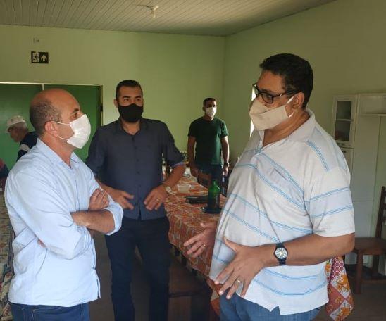 Deputado Ismael Crispim, Vereador Marcão da Rádio e o tesoureiro Elizeu Evangelista durante visita a Comunidade Terapêutica Reviver de Cerejeiras.