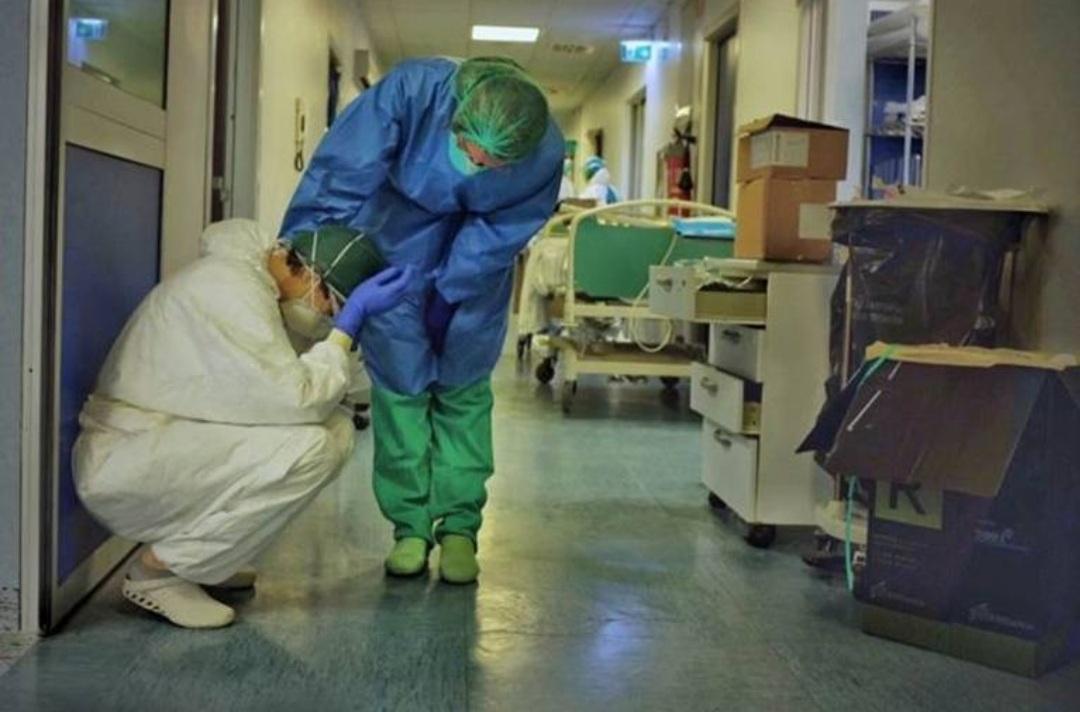 Segundo informações do Conselho Federal da Enfermagem (COFEN), o número de profissionais da Enfermagem que morreram durante a pandemia da COVID-19 triplicou.