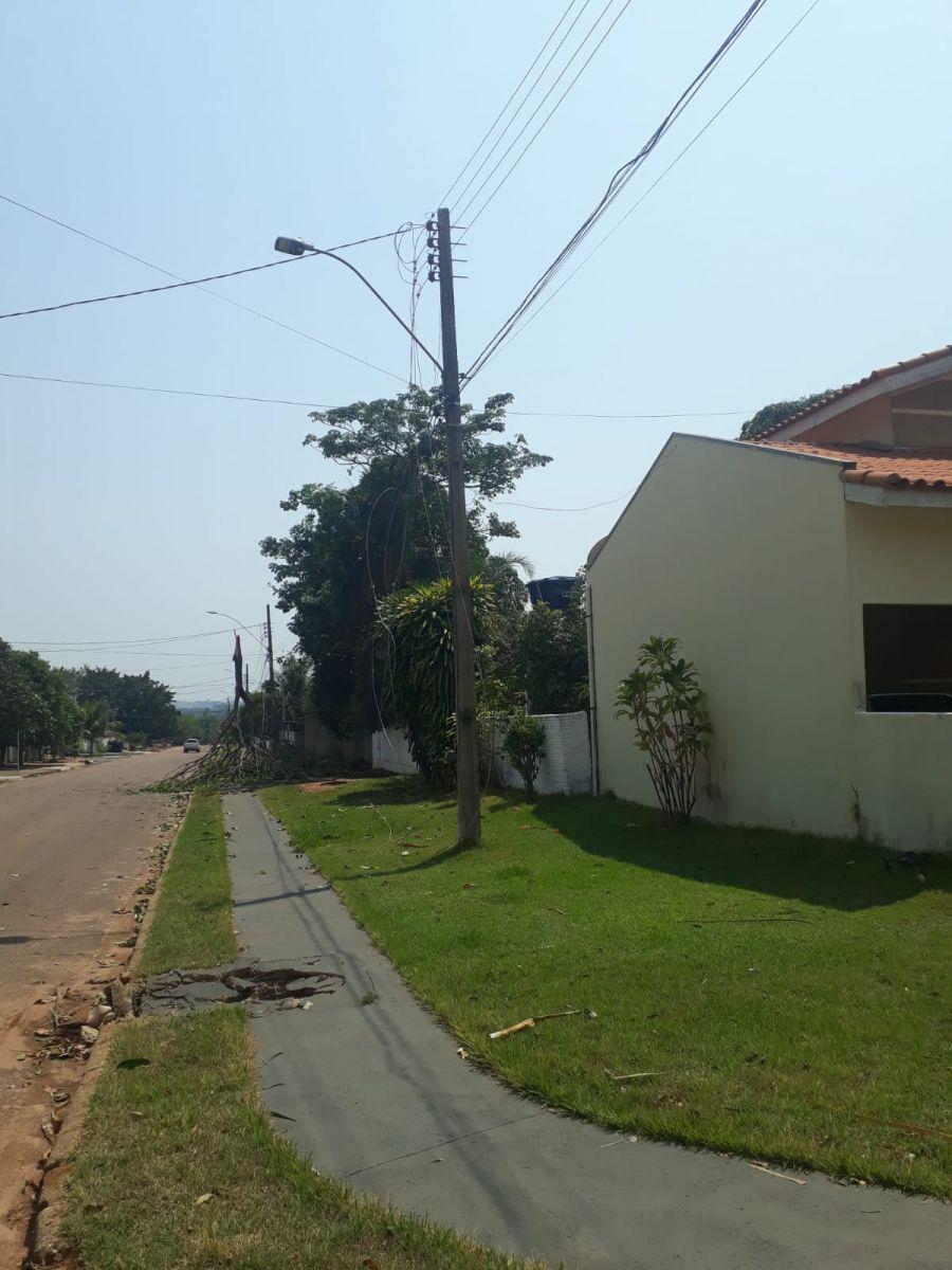 Fios elétricos arrebentados na Rua Fortaleza, Bairro Maranata (crédito de imagem: Divulgação)