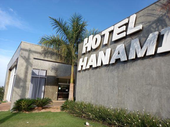 A empresa fica logo na entrada da cidade. O nome do hotel se refere a um feriado japonês. Crédito de imagem: Rildo Costa