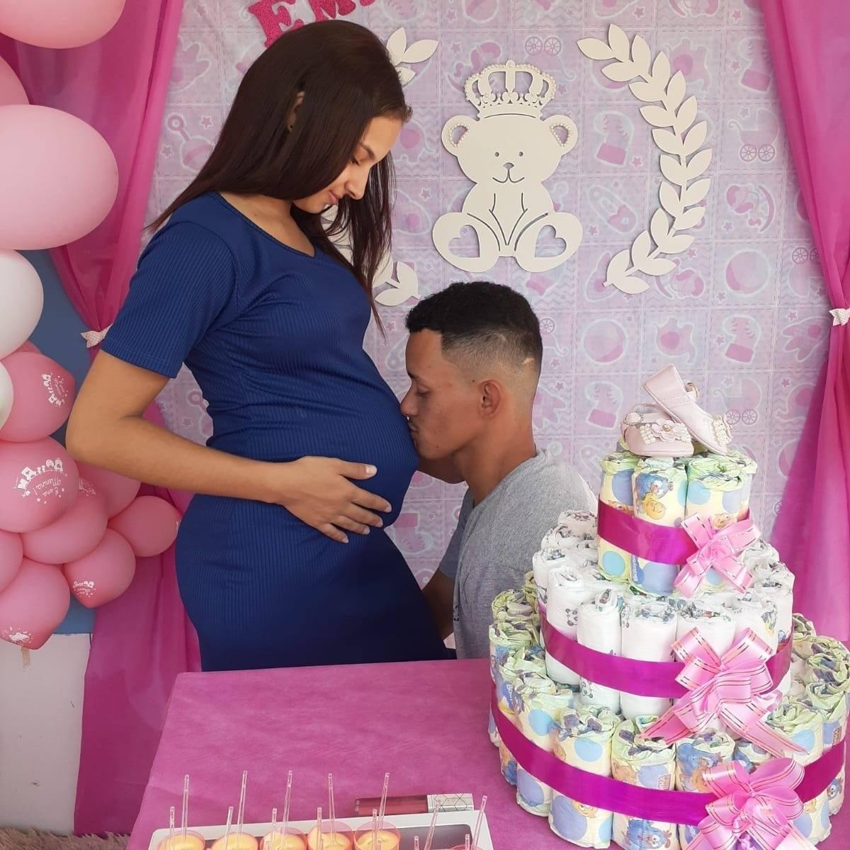 Ketlen Amaral da Silva e o esposo Cleudimar Silva a espera da primeira filha que nascerá nos próximos dias (Crédito de imagem: Reprodução)