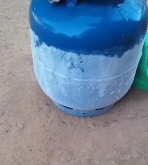 Botija de gás congelou durante o vazamento.