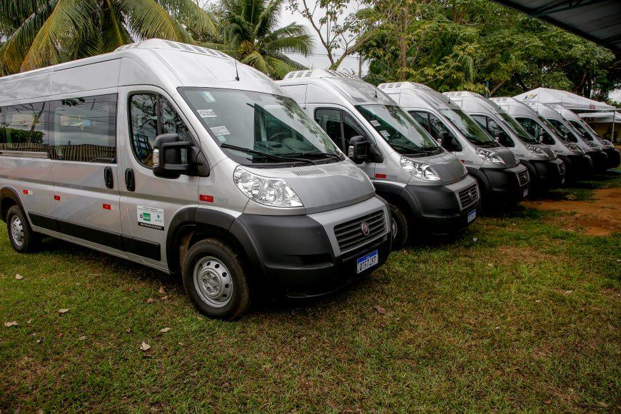 Vans são distribuídas para  atender alunos de Associações de Pais e Amigos dos Excepcionais (Apae) de 13 municípios
