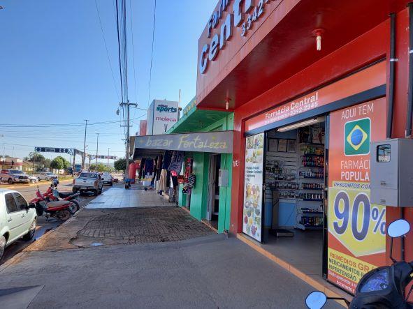 Avenida comercial em Cerejeiras. O dinheiro do leite circula na cidade. (Foto: Rildo Costa)