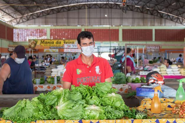 Ranieri é uma referência na produção de hortaliças. Tem clientes que vem comprar só com ele. (Foto: Wellington Cordeiro)