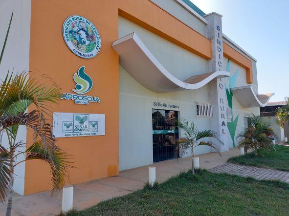 Sede do Sindicato Rural de Cerejeiras. Linha de assistência técnica pelo Senar atende a pequenos produtores de leite. (Foto: Rildo Costa)