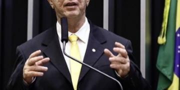 Governador Marcos Rocha, se não quer ajudar, não atrapalha. Bombeiros civis são essenciais, diz Nazif!