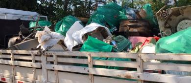 Em um dia, cerca de 5 toneladas de lixo são retiradas do Rio Tamarupá