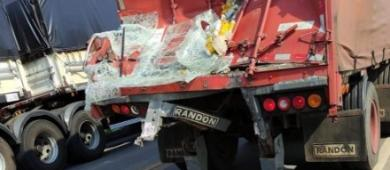Acidente entre ônibus, caminhão de cerveja e carro deixa quatro feridos na BR-364 em RO