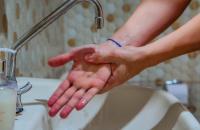 Hábitos higiênicos reforçados com a pandemia do coronavírus devem ser preservados, alerta infectologista