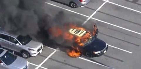 Motorista acende cigarro após passar álcool em gel nas mãos e incendeia carro