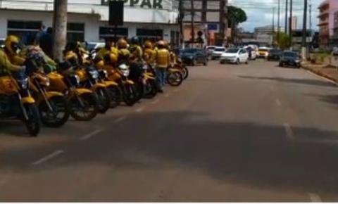 Taxistas e mototaxistas fazem cortejo e manifestação por causa de colega morto em Porto Velho