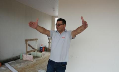 """Conheça a história do pernambucano que decidiu empreender construindo um hotel em Cerejeiras: """"Ninguém acreditava"""""""