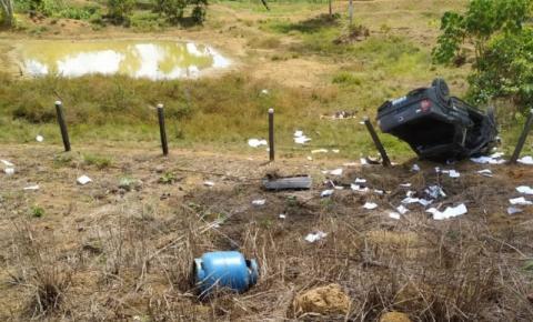 MACHADINHO D'OESTE: Jovem e adolescente morrem após carro cair em ribanceira