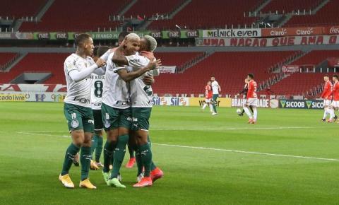Palmeiras supera expulsão e vence Internacional no Brasileiro