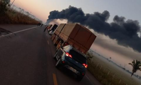 Em Rondônia, ônibus pega fogo após grave colisão com carreta de combustível, deixa mortos e feridos