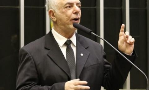 Nazif votou a favor da inclusão da educação bilíngue de surdos na lei de diretrizes e bases da educação nacional