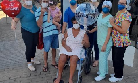 VÍDEO EMOCIONANTE: Moradora de Cerejeiras recebe alta, após vencer a Covid depois de 62 dias internada em 4 hospitais de Porto Velho