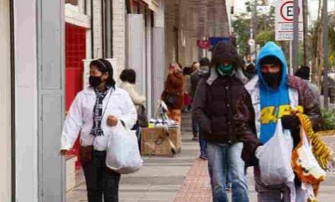 Frente fria vai derrubar temperaturas neste domingo (18), diz previsão