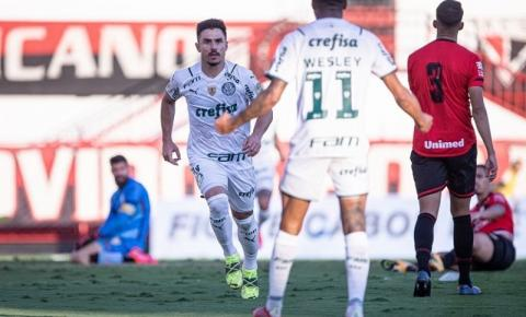 Palmeiras, líder calculista, venceu por 3 a 0 e ainda se poupou