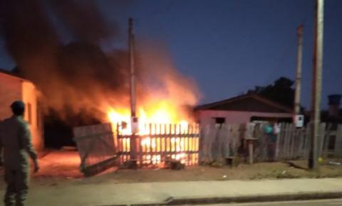 Incêndio destrói totalmente veículo de PM em Cerejeiras