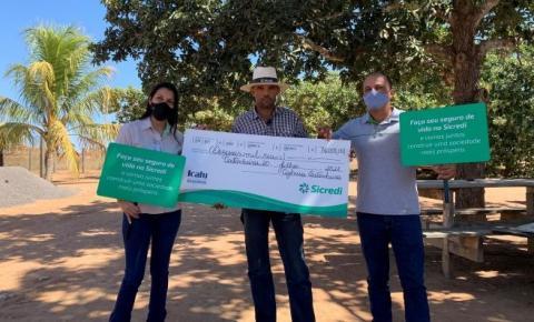 Castanheira MT: Mais um associado Sicredi Univales ganha prêmio no sorteio do Seguro de Vida