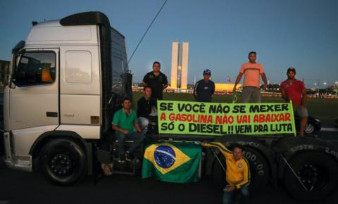 Caminhoneiros ameaçam paralização neste domingo (25), Governo diz que não vê risco de greve da categoria