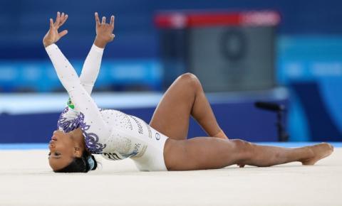 VÍDEO EMOCIONANTE: Rebeca leva Baile de Favela às finais das Olimpíadas