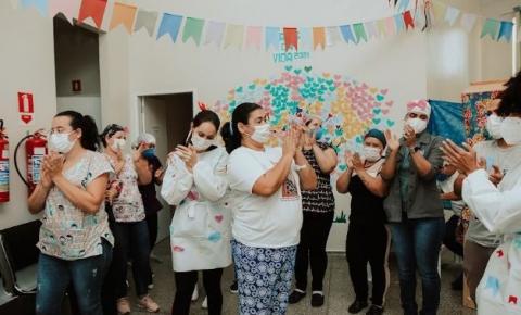 VILHENA: Emoção e alegria: pacientes da Central Covid-19 ganham momento de descontração com profissionais de saúde