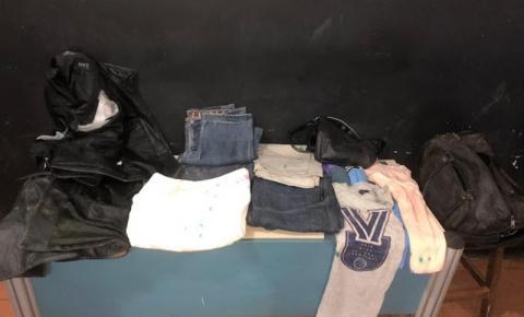Casal é preso com cocaína 'engomada' em peças de roupas