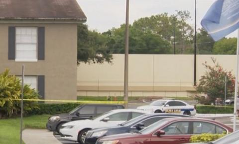 Criança pequena encontra arma e mata mãe com tiro na cabeça durante videoconferência de trabalho