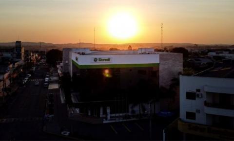 Reinauguração: Com show de luzes, Sicredi apresenta como ficou a nova agência do centro de Juína – MT