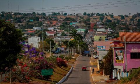 """Governo de Rondônia lança """"Tchau Poeira"""" e """"Governo na Cidade"""" em Colorado do Oeste"""