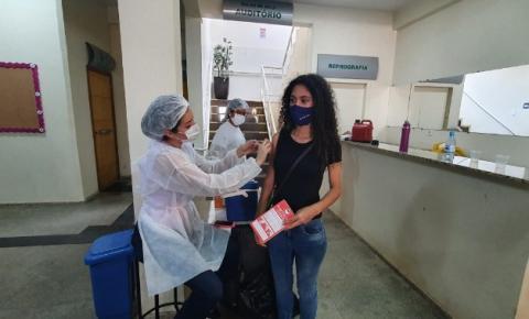 Imunização contra covid-19 avança no Cone Sul e municípios iniciam vacinação em adolescentes