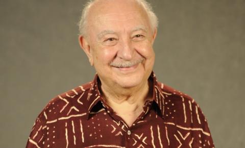 Ator Sergio Mamberti , aos 82 anos