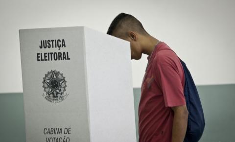 Ministro Barroso reafirma segurança de urnas eletrônicas durante testes no RJ