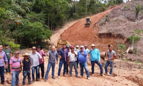 Corumbiara: Ezequiel Neiva destina Tubo armco para Assentamento Alzira
