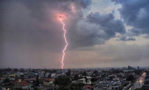 Rondônia tem alerta para chuvas fortes e temporais nesta sexta-feira, 8