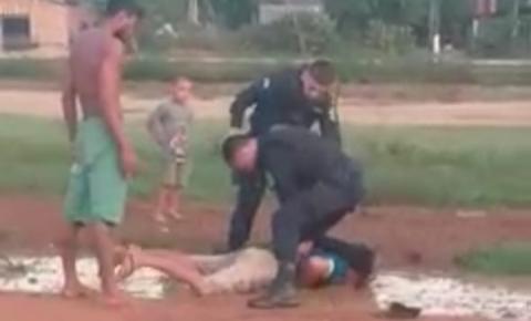 VÍDEO: Populares gravam ação da PM durante prisão de suspeito de furto em Pimenteiras do Oeste