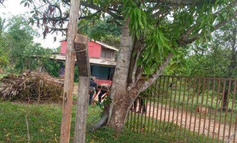 Mulher acorda e encontra homem assassinado no quintal em chácara