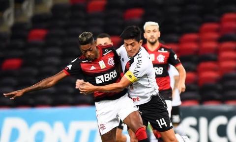 Flamengo vence clássico, cola no líder Internacional e deixa Vasco próximo à zona de rebaixamento