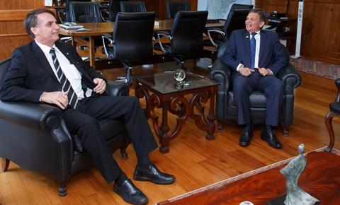 Justiça dá 72 horas para Bolsonaro e Petrobras explicarem troca na petrolífera