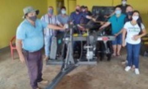 Deputado Ezequiel Neiva entrega equipamentos agrícolas para incentivar a produção de leite em Cerejeiras e Corumbiara